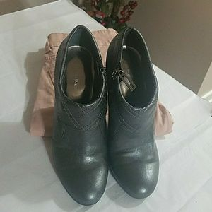 BCBG, Grey, Ankle Boots, Size 7.5